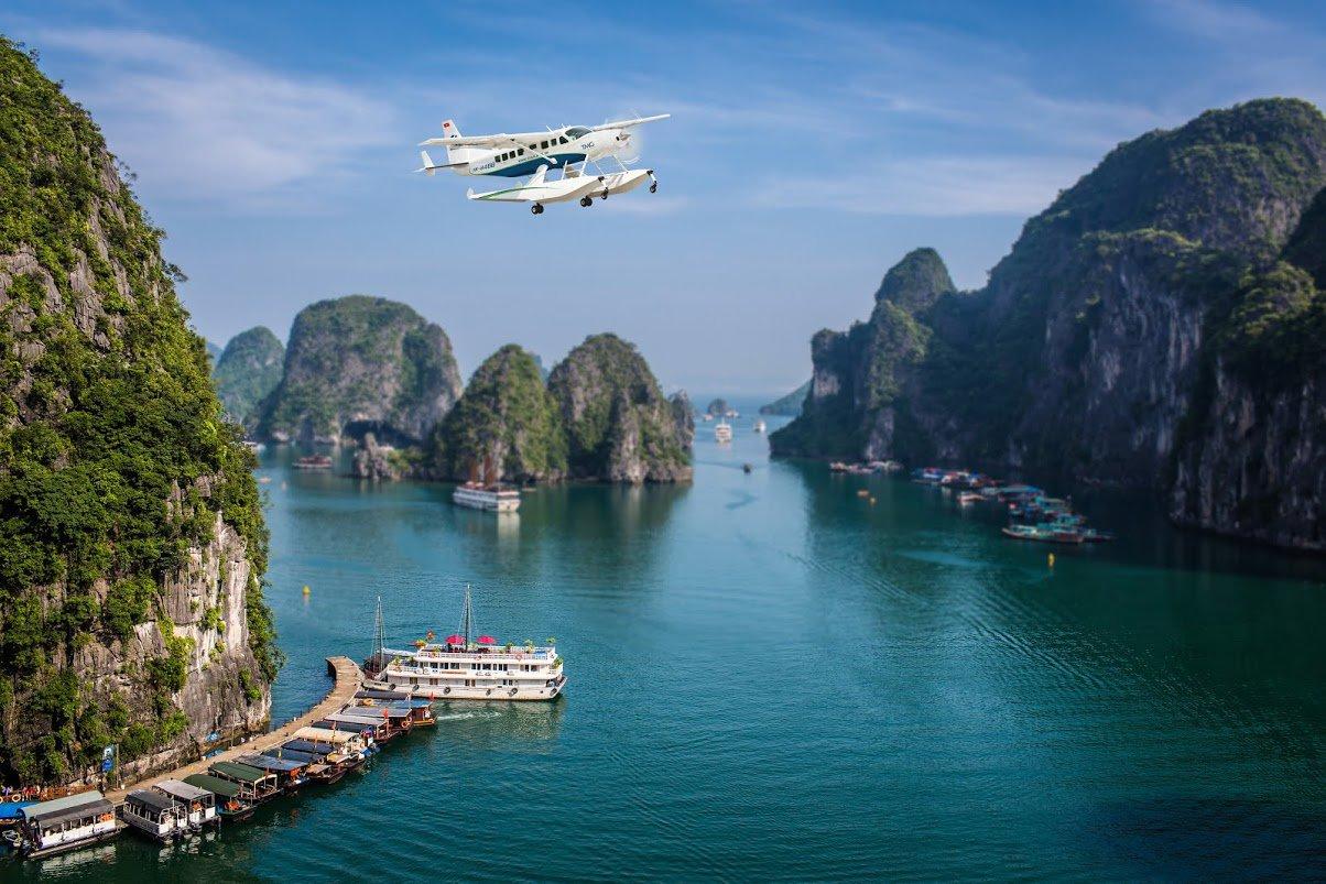 Du lịch bằng thủy phi cơ không chỉ giúp hành khách tiết kiệm thời gian khi di chuyển mà còn đem đến những góc nhìn đẹp của nhiều danh lam thắng cảnh… Ảnh: seaplanes.vn