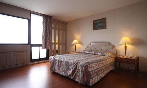 Phòng nghỉ đầy đủ tiện nghi tại Baiyoke Suite Hotel