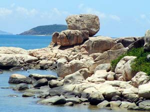 Du lịch Nha Trang - Cụm đá Hòn Chồng Nha Trang