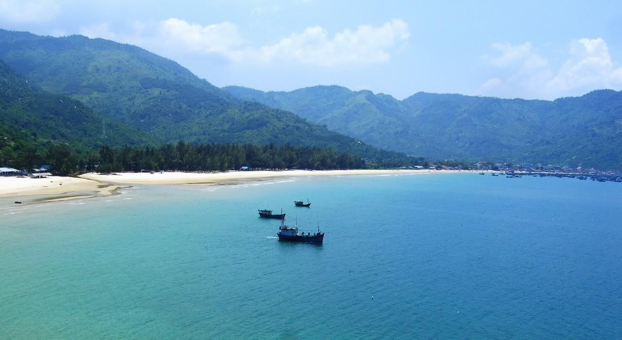 Biển Đại Lãnh xinh đẹp. Ảnh: vietnamdiscoveries.com