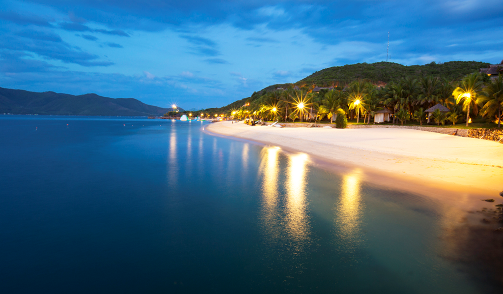 Bãi tắm tuyệt đẹp ở đảo Hòn Tằm. Ảnh: hontamresort