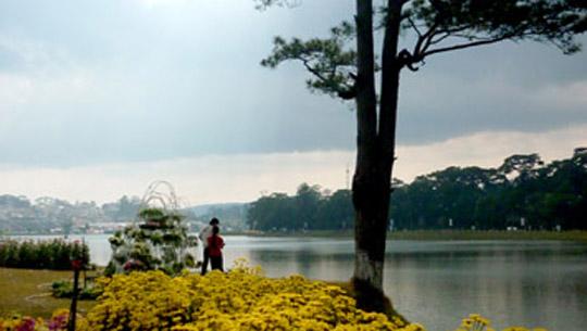 Hồ Xuân Hương lúc hoàng hôn