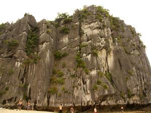 Leo núi Vân Bôi - Cát Bà