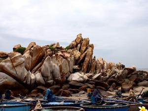 Biển và bãi đá Cổ Thạch, Bình Thuận