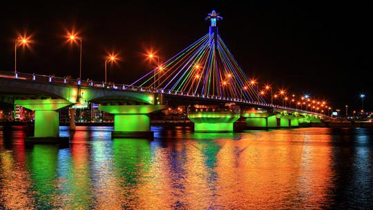 Cầu sông Hàn - biểu tượng mới của thành phố Đà Nẵng