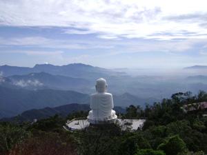 Tượng Phật trên núi Bà Nà