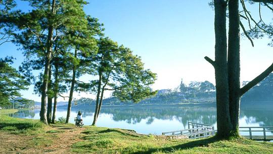 ven hồ Xuân Hương - Đà Lạt