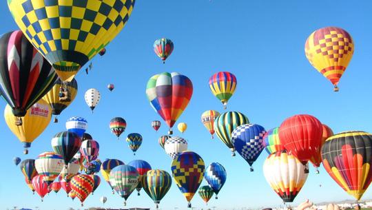 Thật tuyệt nếu được ngắm nhìn biển trời Phan Thiết từ những quả khinh khí cầu thế này phải không bạn?