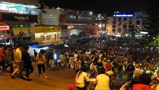 Chợ Âm Phủ - khu ẩm thực đêm ở Đà Lạt