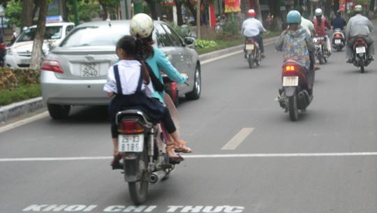 Đi xe máy ở Hà Nội
