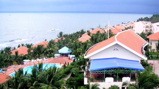 Resort san sát nhau ở bãi biển phục vụ nghỉ dưỡng và du lịch Phú Quốc