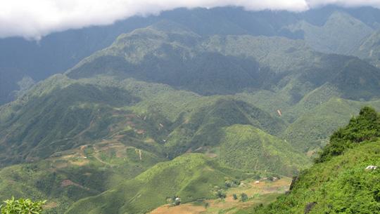 Quảng cảnh Sapa hùng vĩ hiện ra từ đỉnh Phan Si Păng