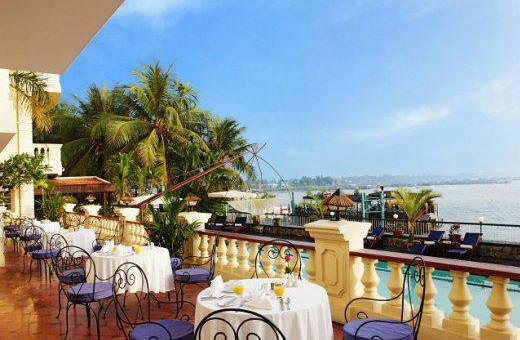 Khách sạn Victoria Châu Đốc nằm bên dòng sông Hậu hiền hòa.