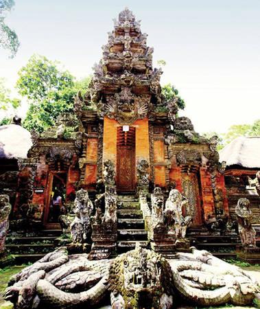 Đền cổ trong Monkey Forest ở Bali - iVIVU.com