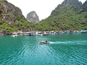 Làng chài Cửa Vạn, Quảng Ninh - iVIVU.com