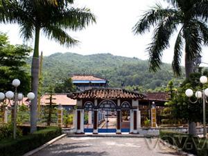 Nhà Lớn Long Sơn (đền Ông Trần) - Vũng Tàu - iVIVU.com