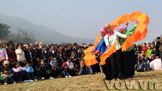 Hội Roong Pooc người Giáy, Sapa - iVIVU.com