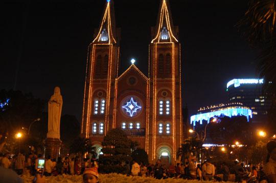 Noel nhà thờ Đức Bà - iVIVU.com