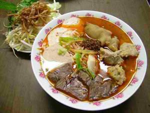 Bún bò Huế - iVIVU.com