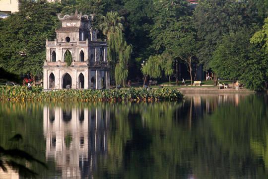 Du lịch Hà Nội - Sáng sớm Hồ Gươm - iVIVU.com