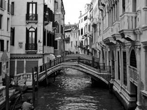Những đường phố nhỏ hẹp ở Venice, Ý - iVIVU.com
