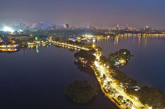Du lịch Hà Nội - đường Thanh Niên - iVIVU.com