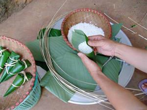 Ẩm thực Thái Nguyên - bánh Cooc Mò của người Tày, Nùng - iVIVU.com