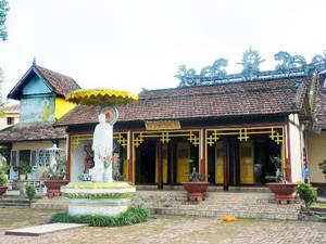 Description: Du lịch Kon Tum - Chùa Bác Ái - iVIVU.com