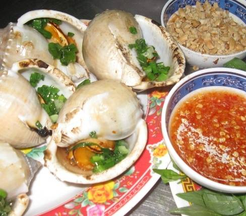 Ẩm thực Sài Gòn - Ốc tỏi nướng mỡ hành - iVIVU.com