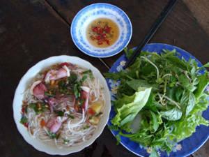 Ẩm thực Phú Yên - bún mực - iVIVU.com