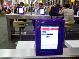 Du lịch Mỹ - Sân bay JFK, Mỹ - Sử dụng iPad miễn phí - iVIVU.com
