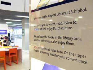 Du lịch  Amsterdam, Hà Lan - Thư viện miễn phí ở sân bay Schiphol - iVIVU.comDu lịch  Amsterdam, Hà Lan - Thư viện miễn phí ở sân bay Schiphol - iVIVU.com