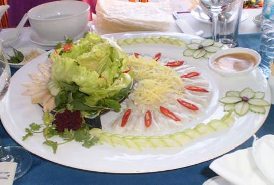 Ẩm thực Phú Yên - gỏi cá mai - iVIVU.com