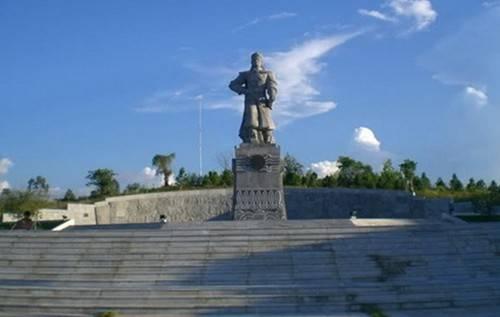 Du lịch Huế - Tượng đài Quang Trung ở núi Bân - iVIVU.com