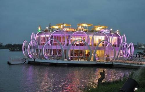 Du lịch Huế - nhà hàng nổi sông Hương - iVIVU.com