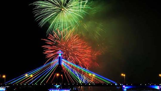 Lễ hội pháo hoa Đà Nẵng 2013 - iVIVU.com