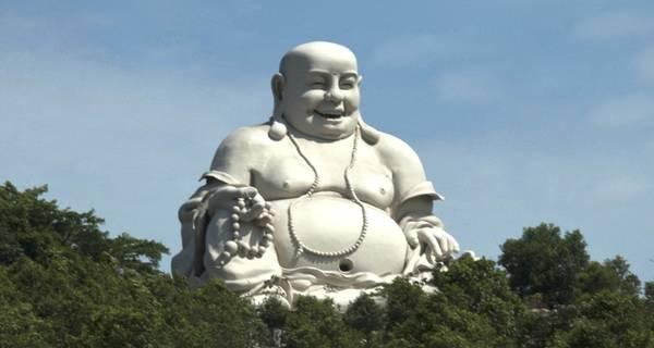 Tượng Phật Di Lặc trên đỉnh núi Cấm
