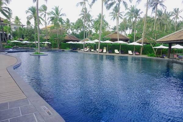 Nếu ở phòng khách sạn, hoặc ở villa mà đi bơi không có ai chiêm ngưỡng bo đì thì các bạn có thể ra hồ này bơi thoải mái, cũng không ai thèm chiêm ngưỡng bo đì đâu.