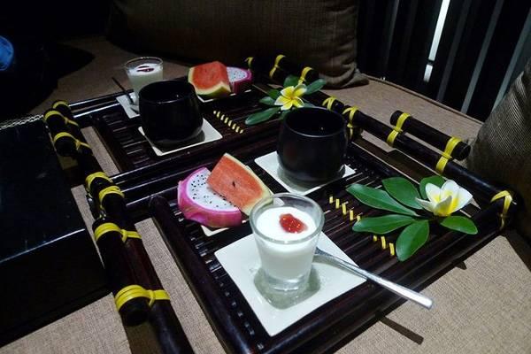 Spa thoải mái xong còn được mời yaourt và trái cây ăn cho mát zuột nữa.