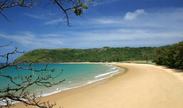 Description: Bãi biển Côn Đảo