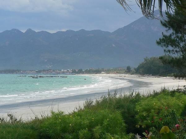 Description: Bãi biển Dốc Lết