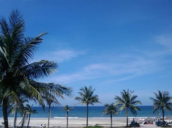 Description: Bãi biển Mỹ Khê