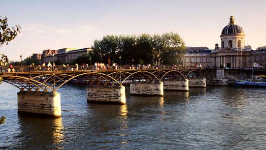 Du lịch bụi Paris - cầu nghệ thuật - iVIVU.com