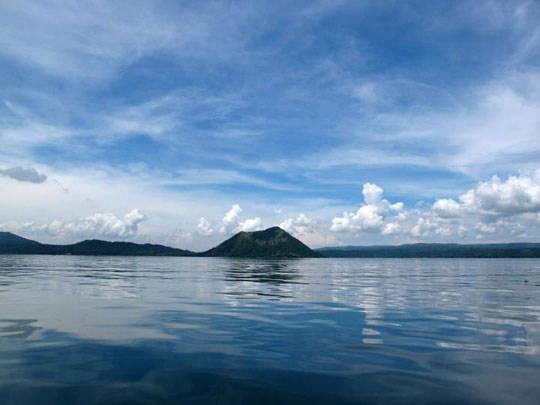 Du lịch Philippines - cảnh nhìn từ giữa hồ Taal - iVIVU.com