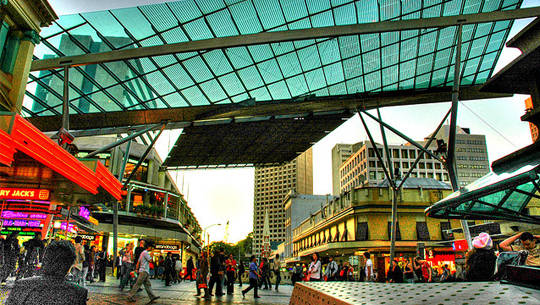 Stroll the streets dome, one of Brisbane's cultural heritage, and to participate in quam shopping over 500 stores in Queen Street Mall, commercial center of the city.