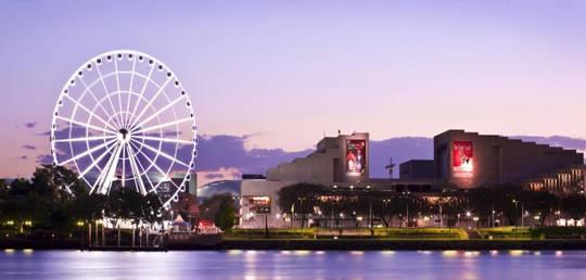 Đu quay ngắm nhìn toàn cảnh thành phố đẹp lung linh ở  Trung Tâm Văn Hóa Queensland