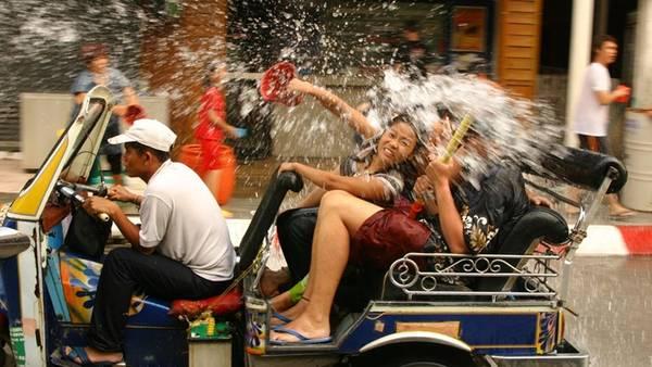 Lễ hội té nước Songkran Thái Lan