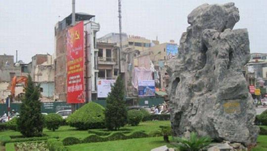 """Cầu vượt Đàn Xã Tắc:"""" Không ai báng bổ tổ tiên mình như thế"""" - LĐ - ivivu.com"""