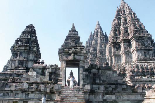 Ngôi đền Prambanam - cũng được xem là một kiệt tác kiến trúc Hindu giáo ở Yogyakarta