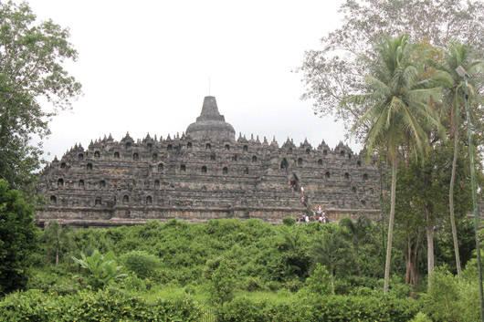 Ngôi đền Borobudur - được Unesco công nhận là di sản văn hóa thế giới và là ngôi đền Phật giáo lớn nhất thế giới